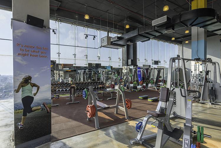 Arrangement of fitness equipment.